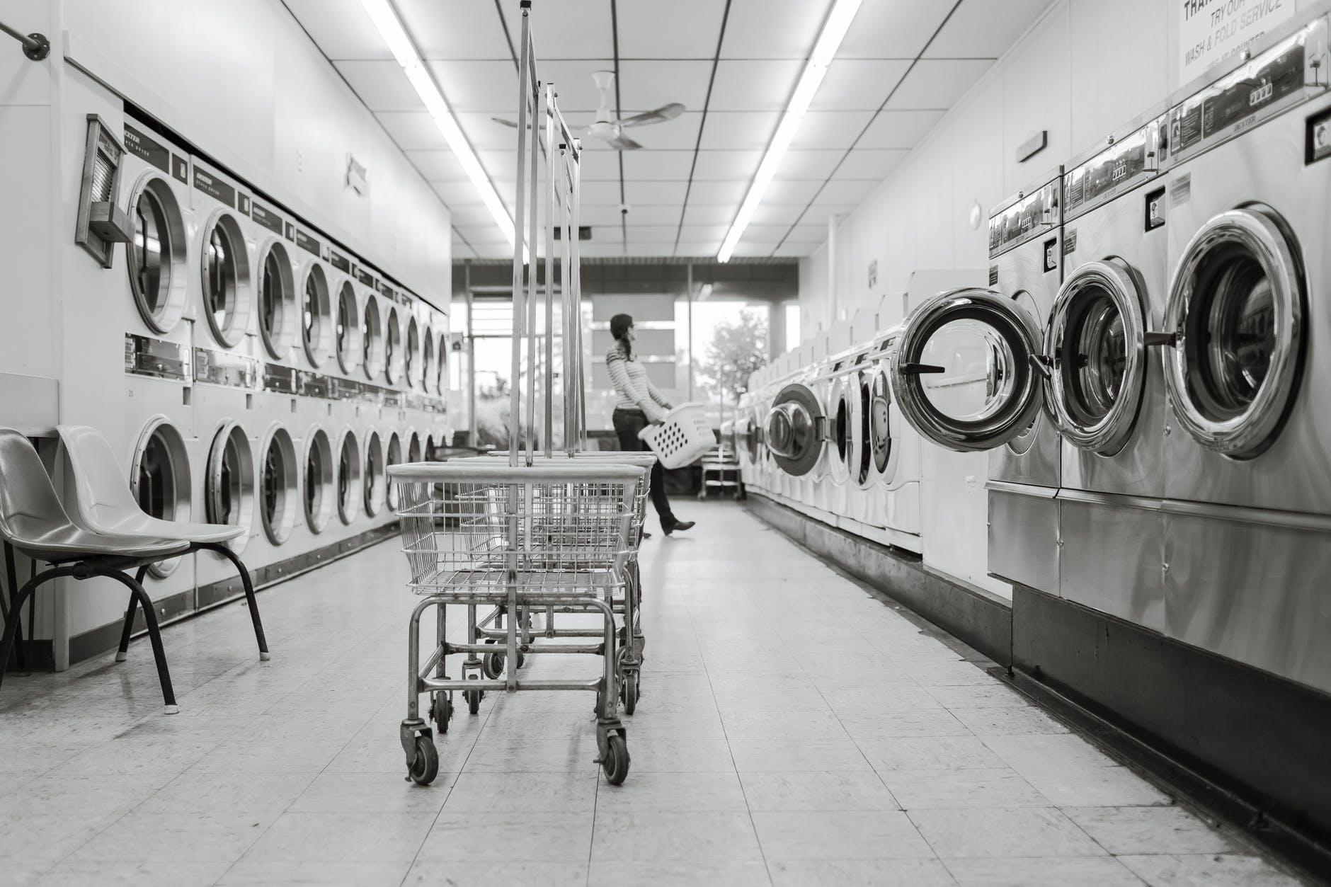 Como economizar em condomínios com lavanderias coletivas